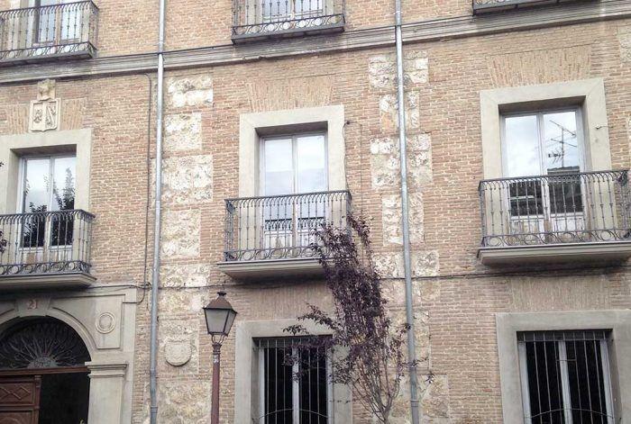 Reconstrucción de 5 balcones del Colegio León