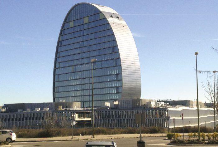 restauracion de hormigon visto-Acondicionamiento de la estructura de hormigón visto del edificio de la nueva sede del BBVA en Madrid por Acerouno