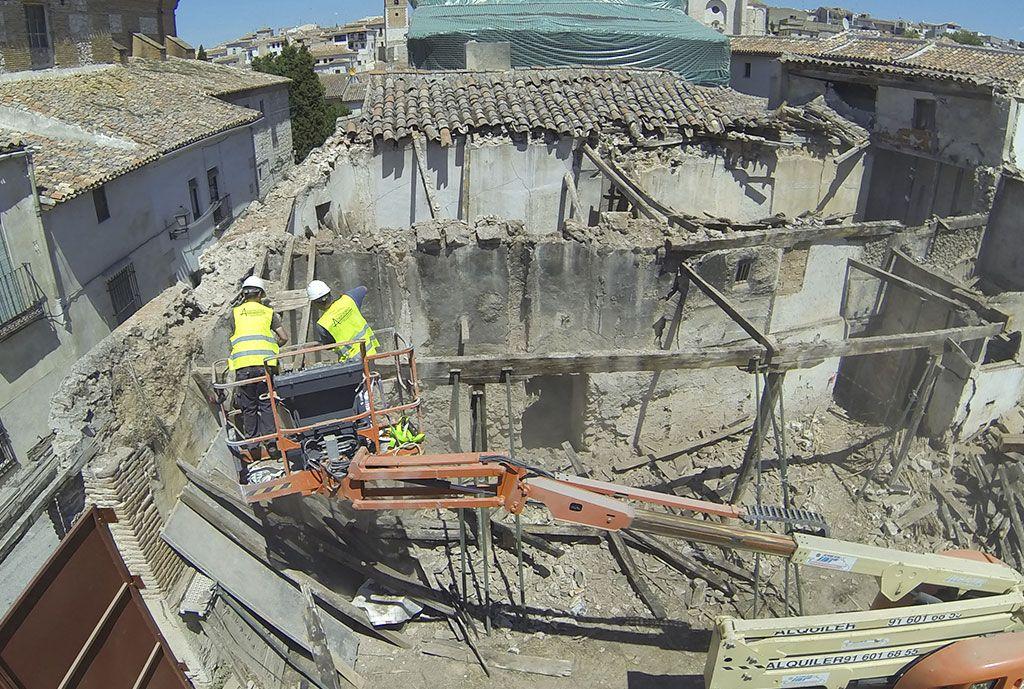Desmontaje parcial de elementos en runa con peligro de caida y estructuras murarias inestables por en la Casa de la Cadena de Chinchón por Acerouno